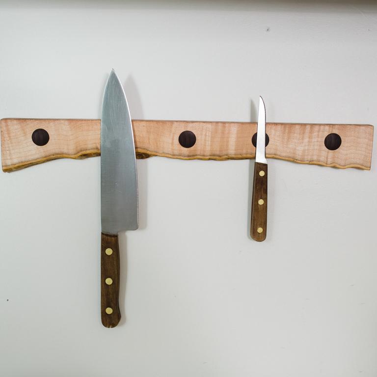 tiebyhandwalnutknifeholder
