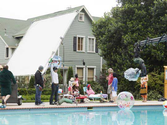 636147270862321744-gilmore-girls-behind-the-scenes-at-pool